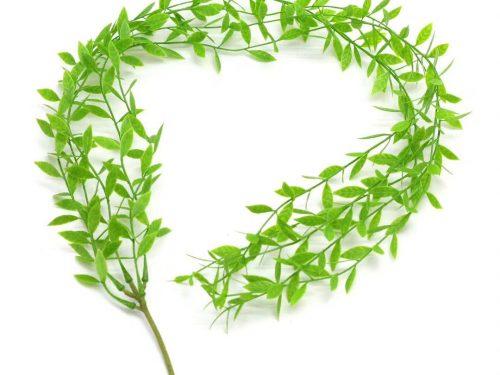 Decorare il tuo cortile a basso budget con viti di edera artificiale
