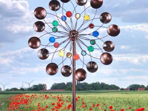 Esculturas coloridas redondas de los hilanderos del viento del jardín espiral 3D